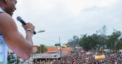 Carnaval Farol: A Massa e Jack Fiaes arrastam multidão em trio elétrico