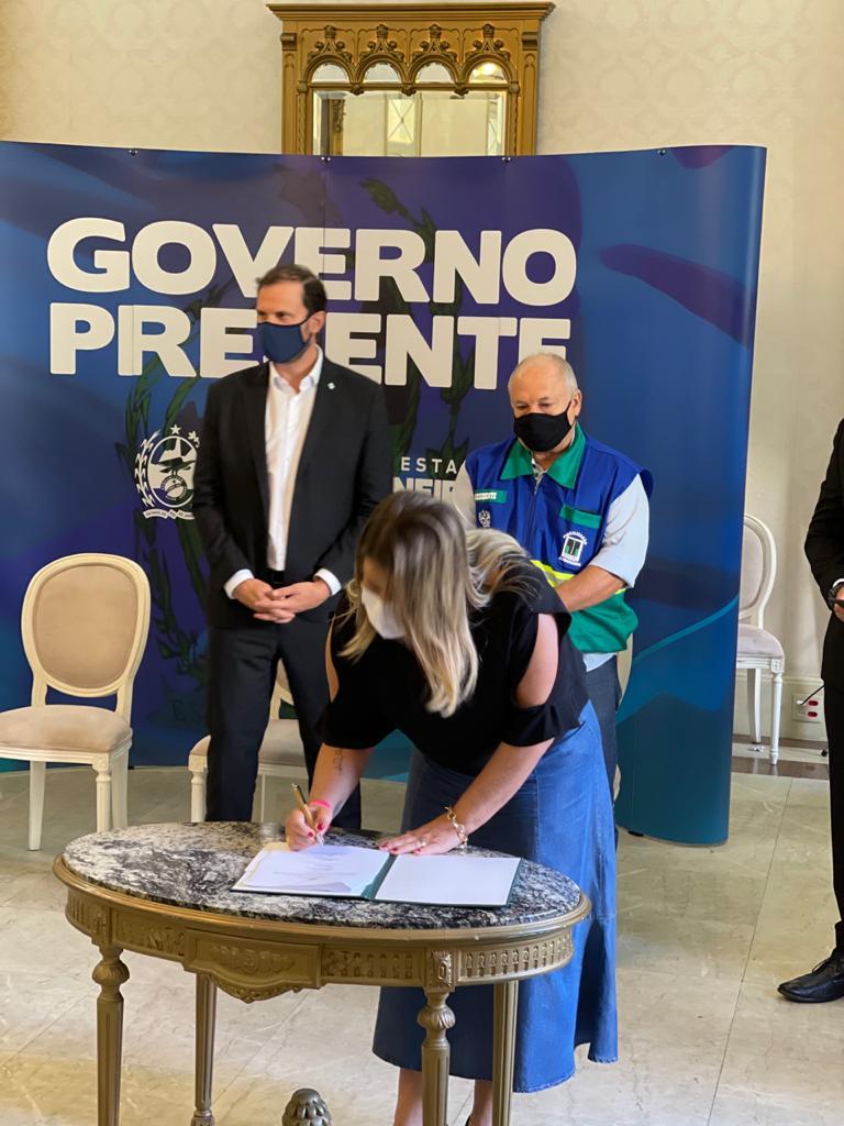 Vídeo: Prefeita Francimara assina convênio com o DER para obras de infraestrutura nas rodovias estaduais e vias públicas