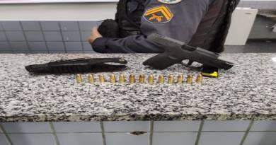 Homem é detido após exibir arma nas redes sociais em Campos