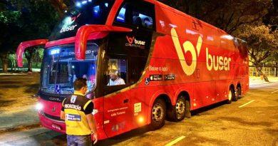 Detro-RJ apreende ônibus que prestavam serviço por aplicativo