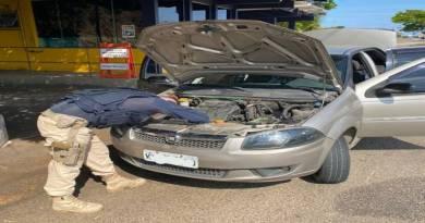 PRF apreende veículo com registro de furto na BR-101, em Campos