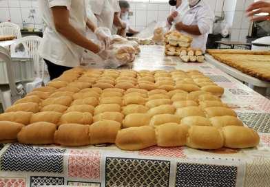 Prefeitura de Taquaritinga (SP) distribui pães para alunos da rede pública de ensino
