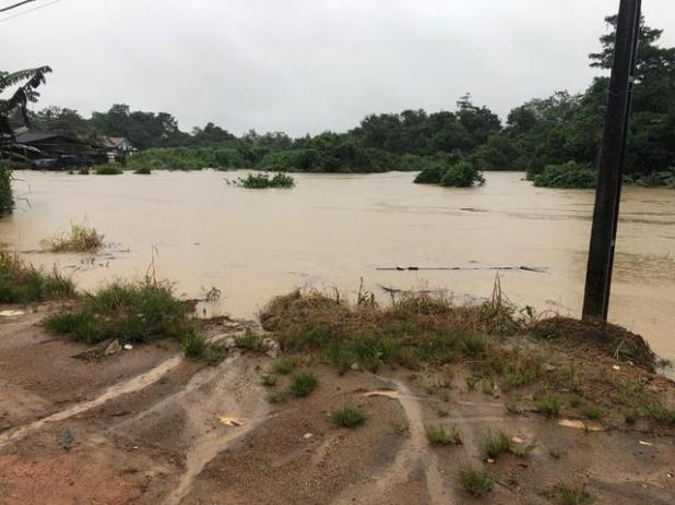 Chuva intensa causa enchente e deixa 20 famílias ilhadas em Buritis, RO