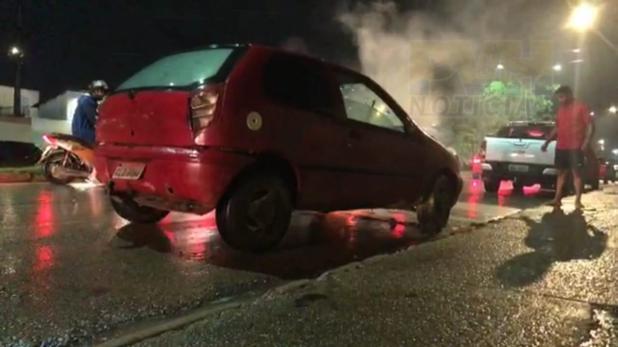 Motorista foge ao iniciar incêndio em veículo na Avenida Campos Sales em Porto Velho