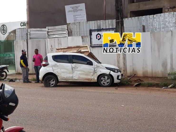 Moto se parte ao meio e motociclista fica em estado grave após violento acidente em Porto Velho; veja o vídeo