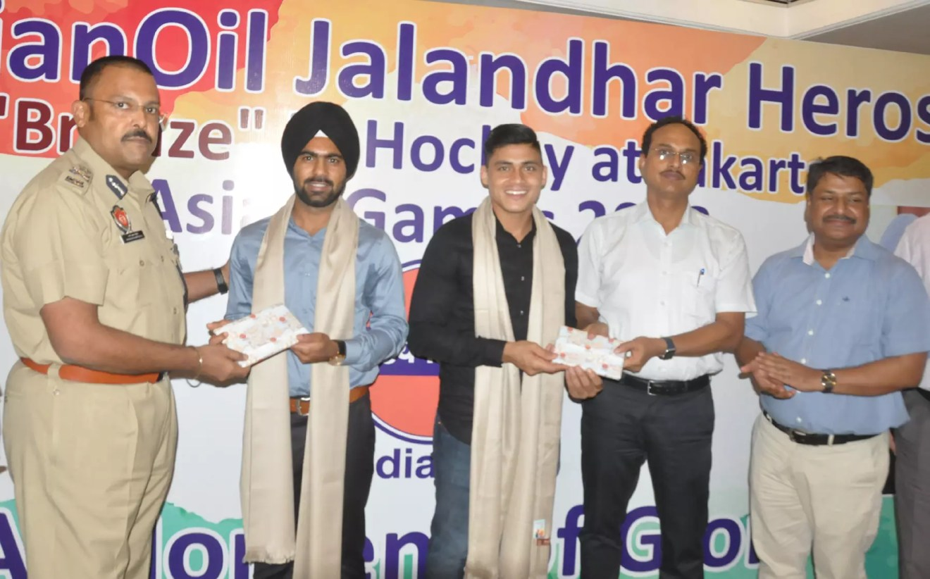 DC AND CP FELICITATE TWO PLAYERS OF SURJIT HOCKEY ACADEMY