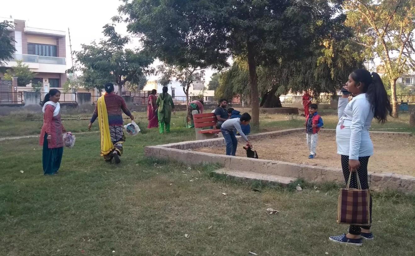 स्वच्छता संदेश देने के लिए निकाली रैली, पार्क की सफाई भी की