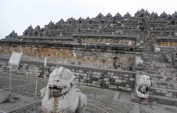 Taman Wisata Candi Borobudur Rusak Berat