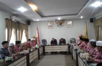 Ketua DPRD Rohul Kelmi Amri SH Bersama Ketua Komisi I Mazril hearing bersama puluhan Kepala Madrasah