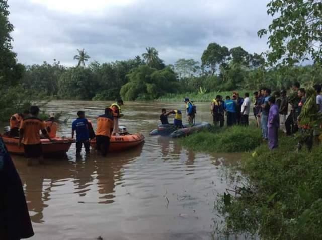 Pencarian Jasad Bocah yang hanyut di Sungai Batang Lubuh