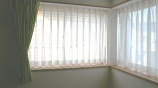 M 様邸 (出窓にカーテン)