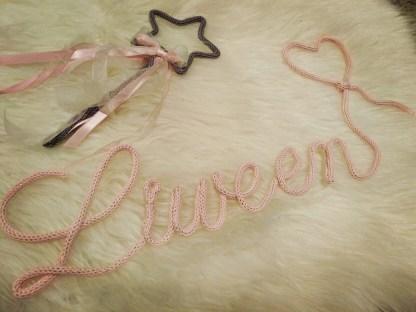Prénom breton Liween et sa baguette magique au tricotin