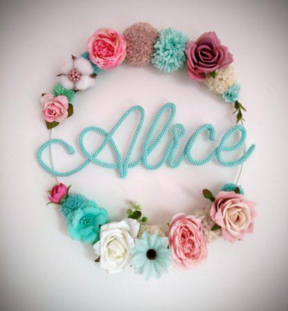 Alice couronne de fleurs en tricotin