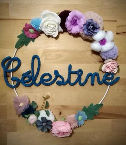 Célestine couronne de fleurs en tricotin