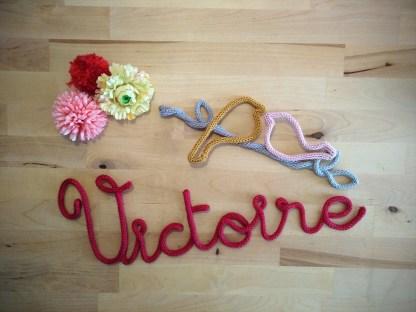 Victoire et oiseaux en tricotin