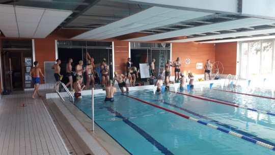 Triathlètes dans la piscine de Couëron