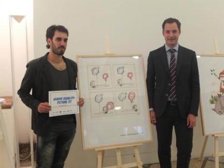 Emilio Morales recibe un premio