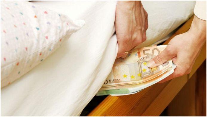 Αποτέλεσμα εικόνας για πηραν τα λεφτα απο τις τραπεζες εφυγαν καταθεσεις