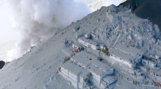 Erupção de vulcão japonês Ontake deixa 30 mortos e dezenas de feridos