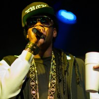 2 Chainz shows you what a $295 burger tastes like (Video)
