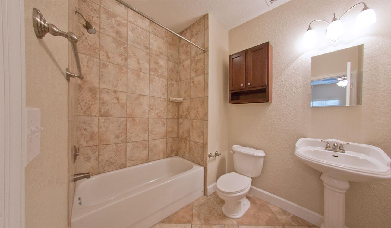 Ashton Lane Luxury 2 Bedroom/2 Bathroom Apartment in ... on Apartment Bathroom  id=76369