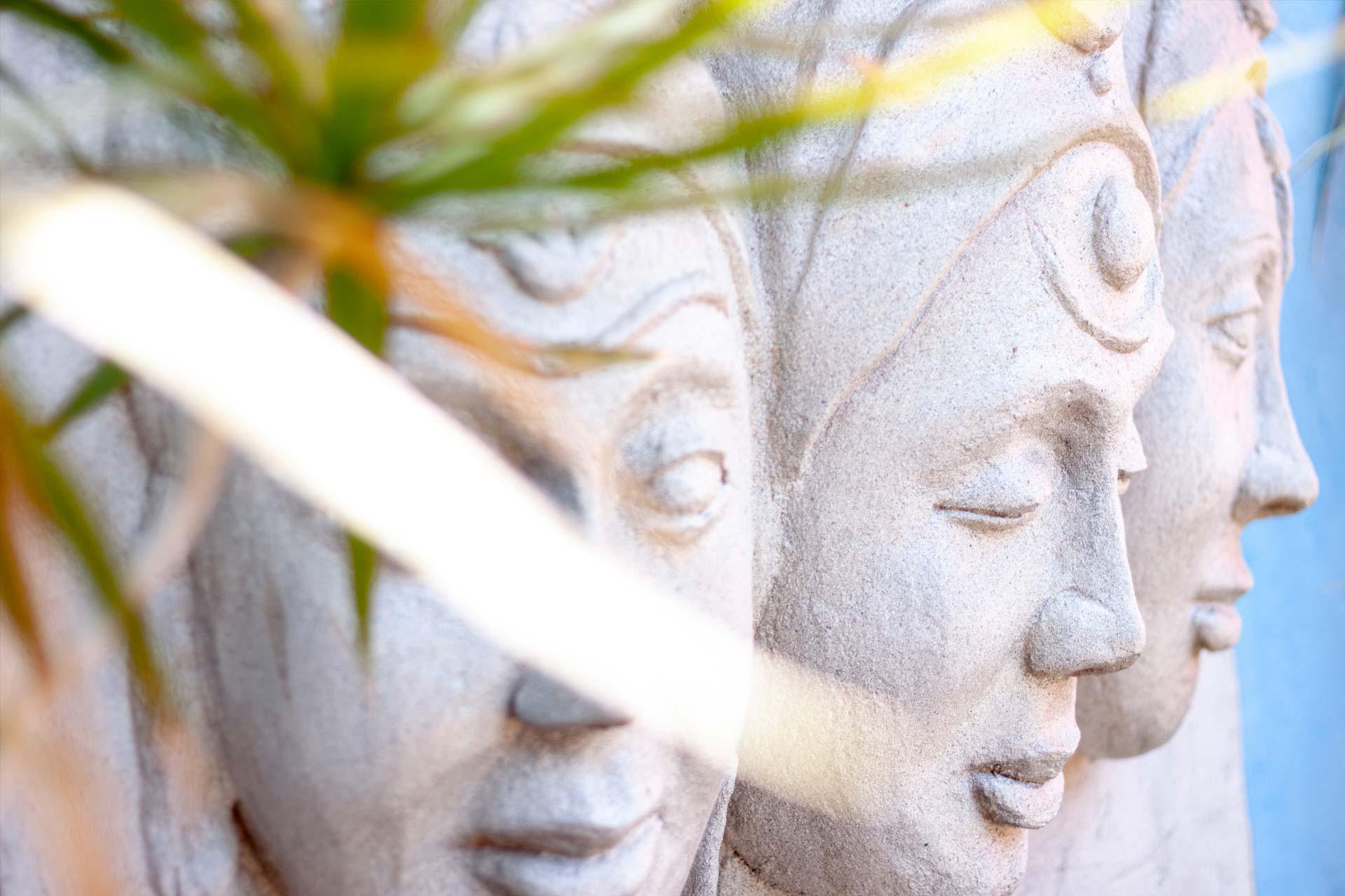 Skulptur indischer Gottheiten von Desh Ranjan Sharma auf unserer Sonnenterrasse