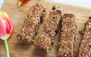 Maca Date Bars - naturally sweetened with dates #vegan #glutenfree