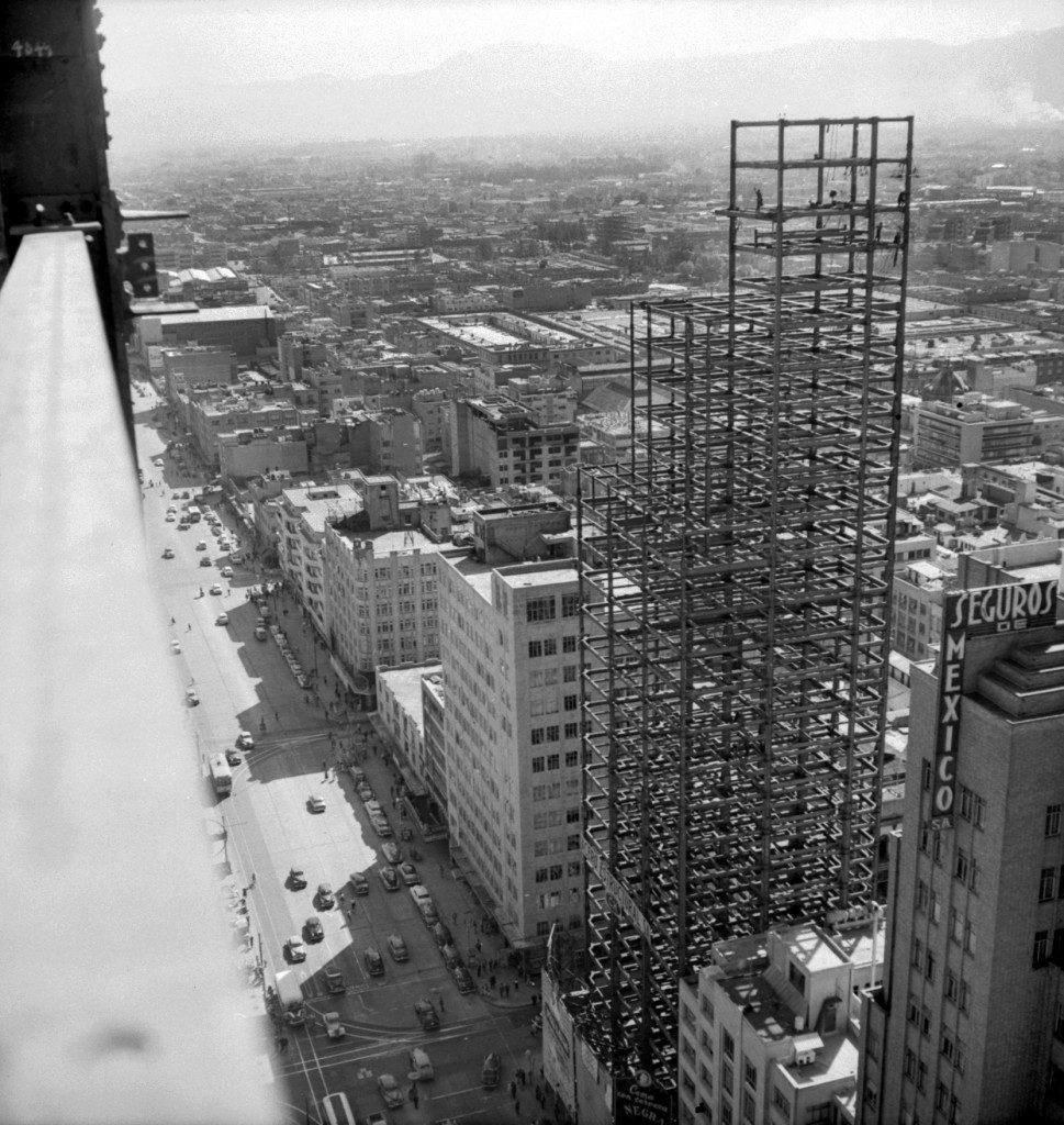 vista de la torre latinoamericana en construcción