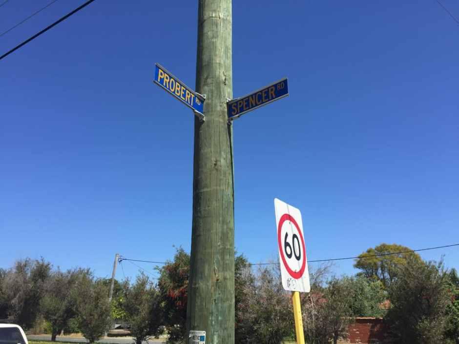 Panneaux de croisement entre 2 rues
