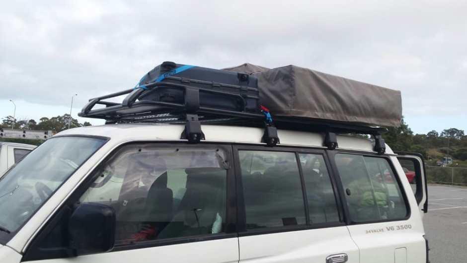 Avant : avec les valises sur le toit