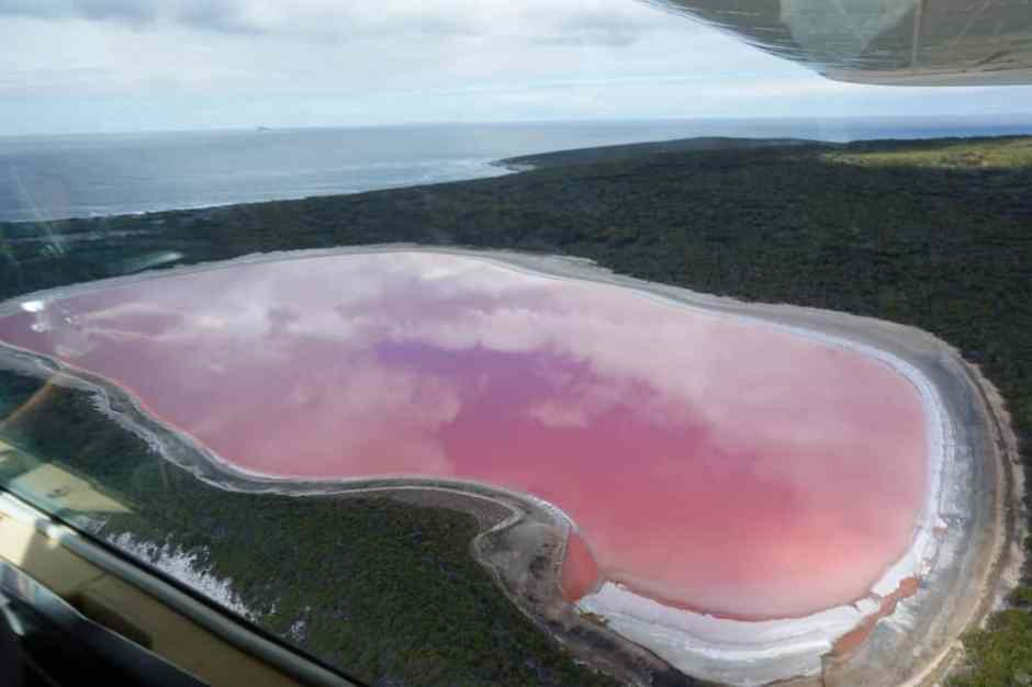lake-hillier-from-plane-3