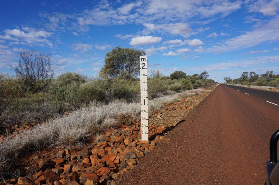 Nous croisons de nombreuses fois ces zones de routes inondées avec le panneau pour préciser la profondeur