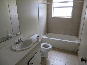 Debbie130_Bathroom1
