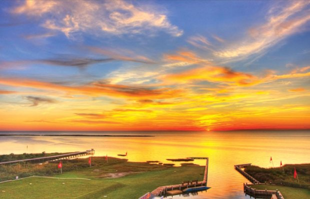 Dinner & drinks with a sunset view at Watermen's Bar & Grill