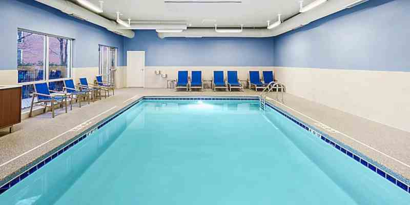Holiday Inn Express & Suites Chicago North Shore Niles 5