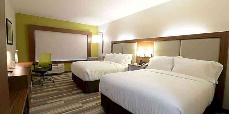Holiday Inn Express & Suites Chicago North Shore Niles 6