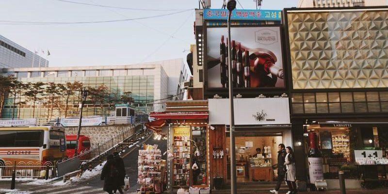 【韓國購物】首爾5大血拼熱點:韓國必買之弘大新商場、唇膏牆、眼鏡店