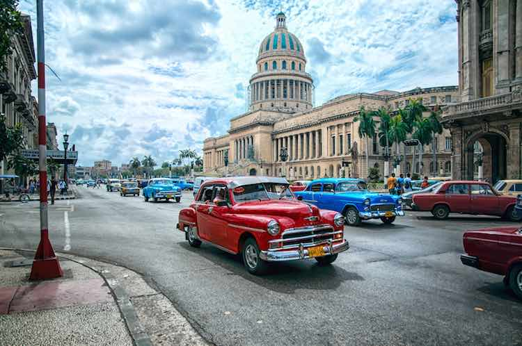 El Capitolio and a red car