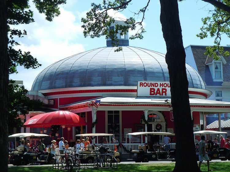 Flickr: Round House Bar