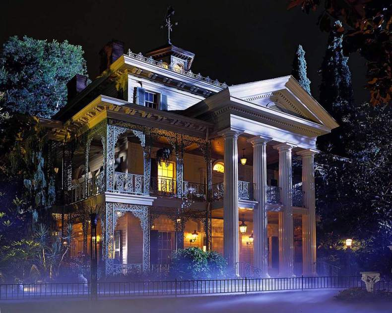 https://i1.wp.com/www.tripsavvy.com/thmb/49azMQZj1I2eSoBtKAjsANF7SQs=/960x0/filters:no_upscale():max_bytes(150000):strip_icc()/Haunted-Mansion-Disneyland-56df57be5f9b5854a9f6ba50.jpg?resize=790%2C632&ssl=1