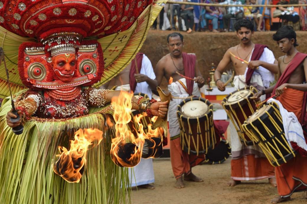 India, Kerala, Kannur, Karuvalli Kavu, Dance of Theyyam