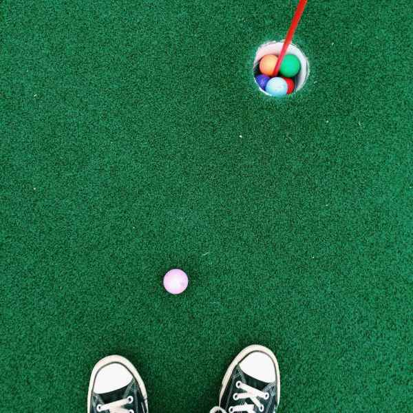 Indoor Mini Golf Courses in Minneapolis   St  Paul Feet on putting green