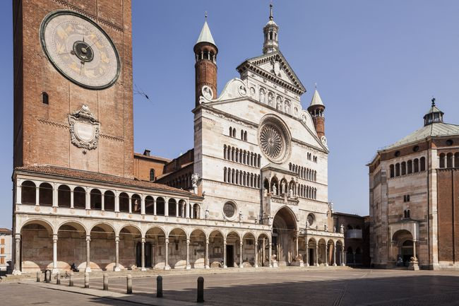 The Duomo di Cremona and the Baptistery.