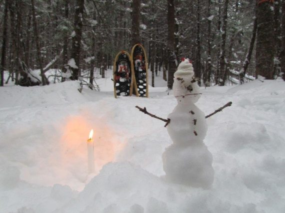 On our walk along the trail we stopped for a rest and picnic and I built a miniature snowman and we had a little candle and made a private Christmas ceremony. We went back every day to see our snowman!