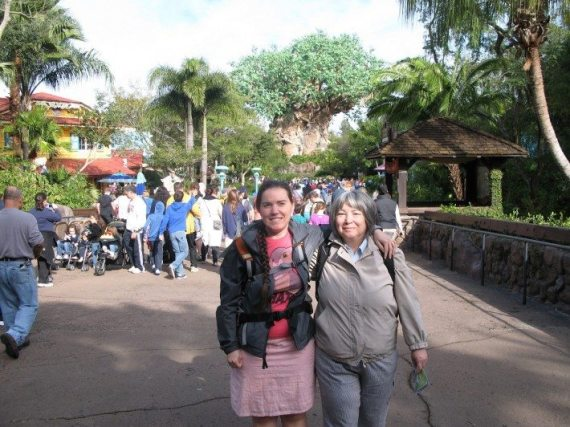 DD and Mama D in front of the tree of life at alt Disney World Animal Kingdom