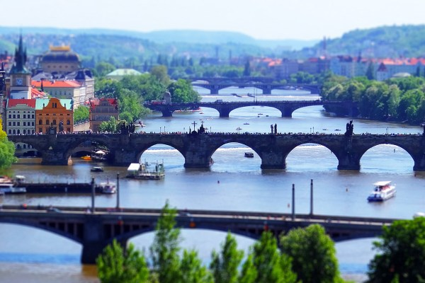 Prahan sillat. Kuva: Yannick Loriot, Flickr CC