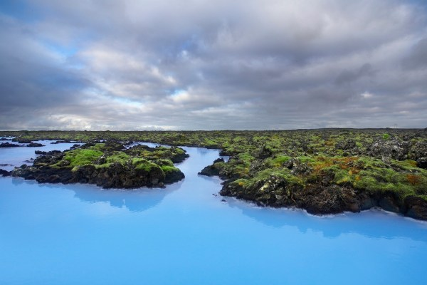 Islannin tunnetuin kuuma lähde on Blue Lagoonin kylpylä. Kuva: Blue Lagoon