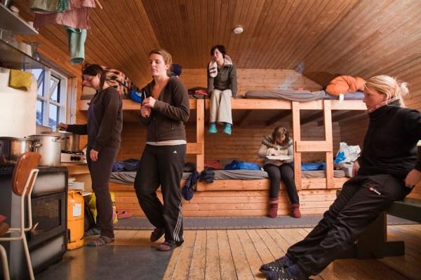Islantilaisessa vuoristomajassa yövytään omissa makuupusseissa. Ja toivotaan, että naapuri ei kuorsaa. Kuva: Björgvin Hilmarsson