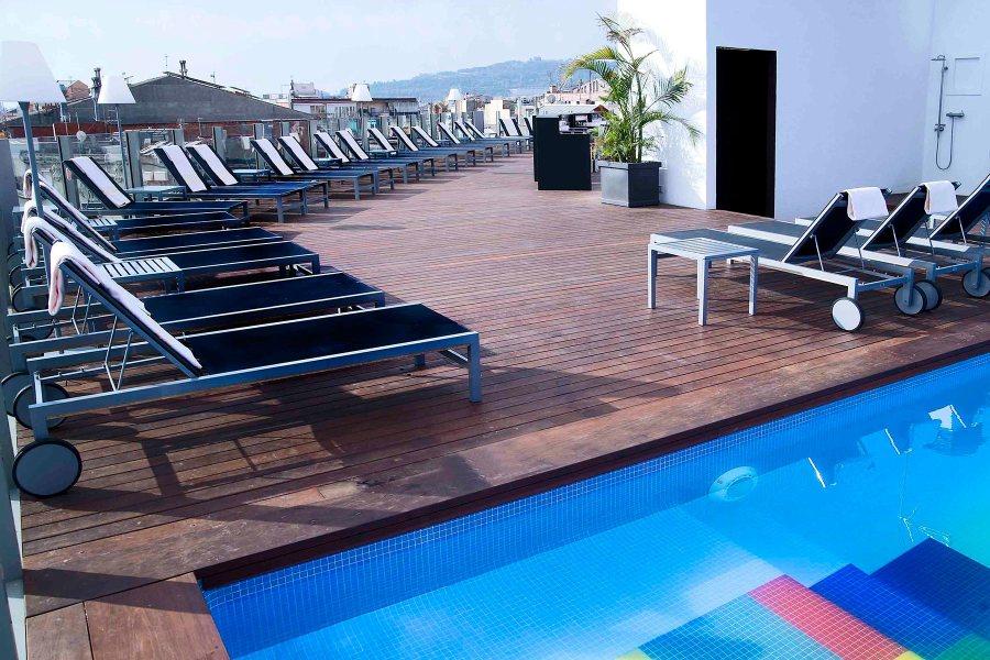 Terassilta on hyvät näköalat. © Axel Hotels