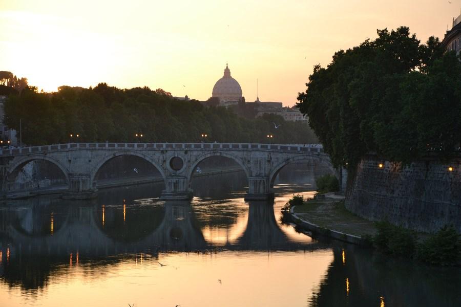 Pietarinkirkko ja Tiber-joki aamuvarhaisella © 2benny Flickr CC